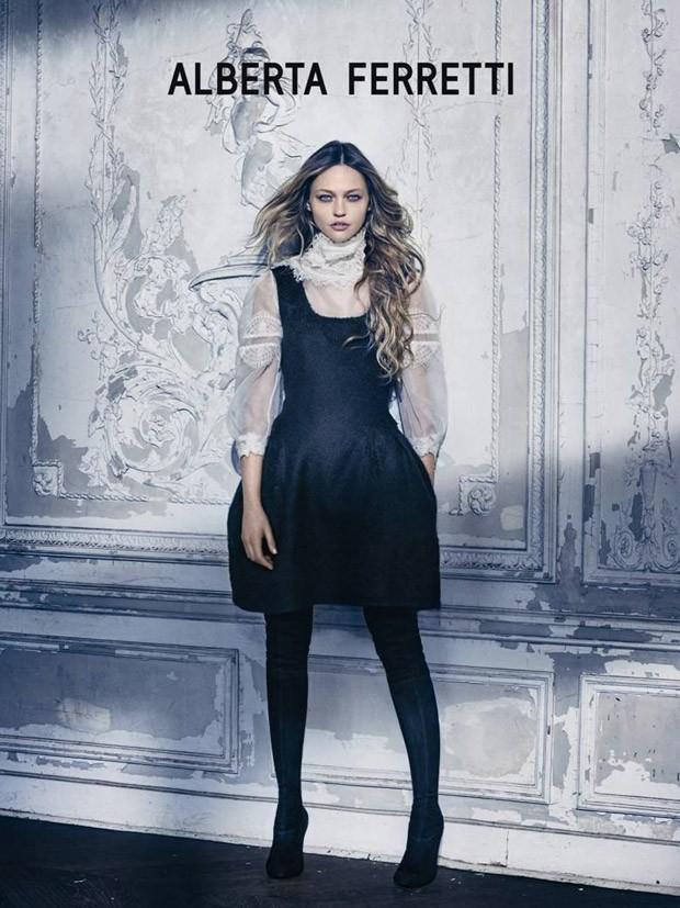 Sasha-Pivovarova-Alberta-Ferretti-FW15-06-620x827