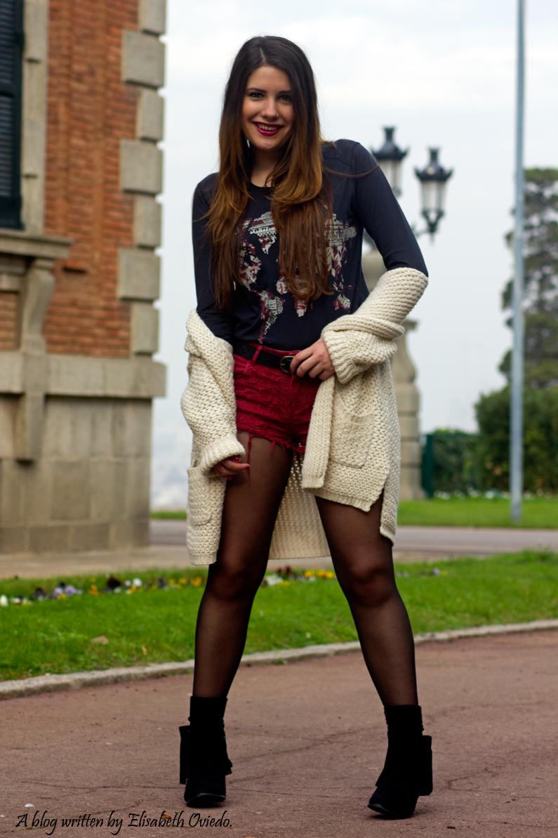 shorts rojos y cardigan blanco cuñas negras con flecos MARYPAZ EL CORTE INGLES HEELSANDROSES (6)