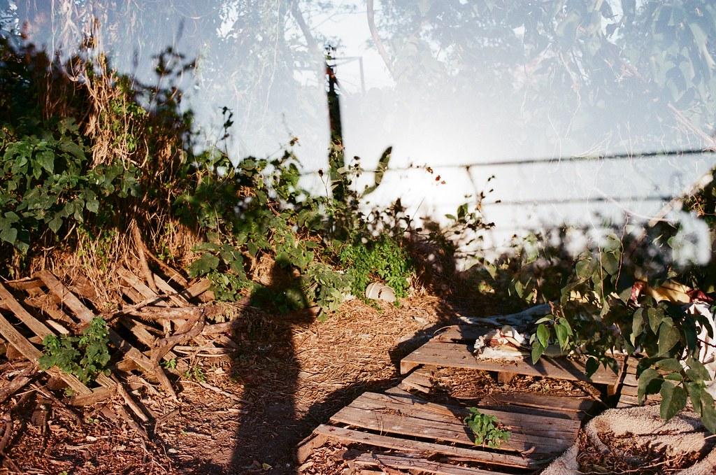 社子島 Taiwan 2015/11/28 後來想想,一直用 Lomo LC-A+ 拍重複曝光,但其實 Nikon FM2 也可以拍,所以就拍了一張看看效果如何。  是可以來練習一整卷 Nikon FM2 重複曝光看看。  Nikon FM2 Nikon AI AF Nikkor 35mm F/2D FUJICOLOR 業務用 ISO400 4047-0034 Photo by Toomore