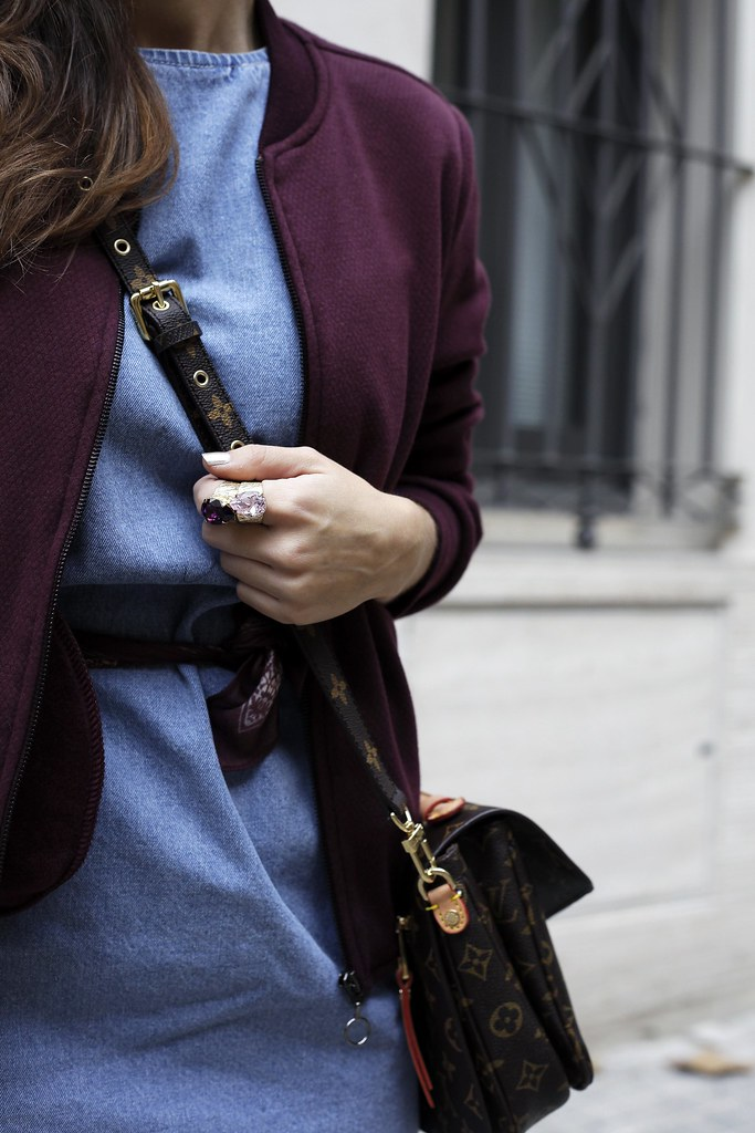 04_how_to_wear_bomber_burgundy_outfit_theguestgirl_streetstyle_barcelona