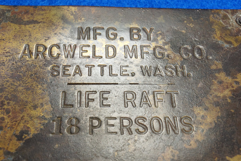 RD12929 Vintage Brass Plate Arcweld Mfg. Co. Seattle Wash. Life Raft 18 Persons DSC06606