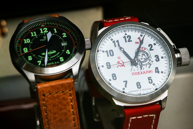 Soviet style watches in Izmailovsky flea market, Moscow, Russia モスクワ、ヴェルニサージュ(蚤の市)のソビエト風腕時計