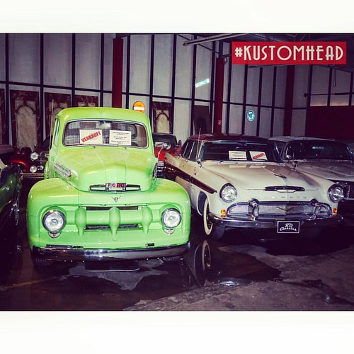 #kustom #kustomkulture #rdclassics #kustoms #custom #classic #emmerich #retro #hotrods #vintage #v8 #uscars #usa #american #trucks #showroom #pickuptruck #oldtimer #oldschool #musclecar #chrome #cars #americandream #kustomheadphotography #kustomhead