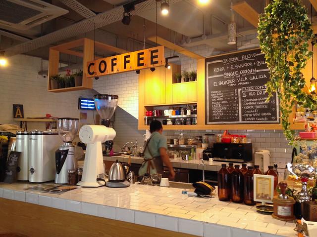 yellow-brick-road-cafe