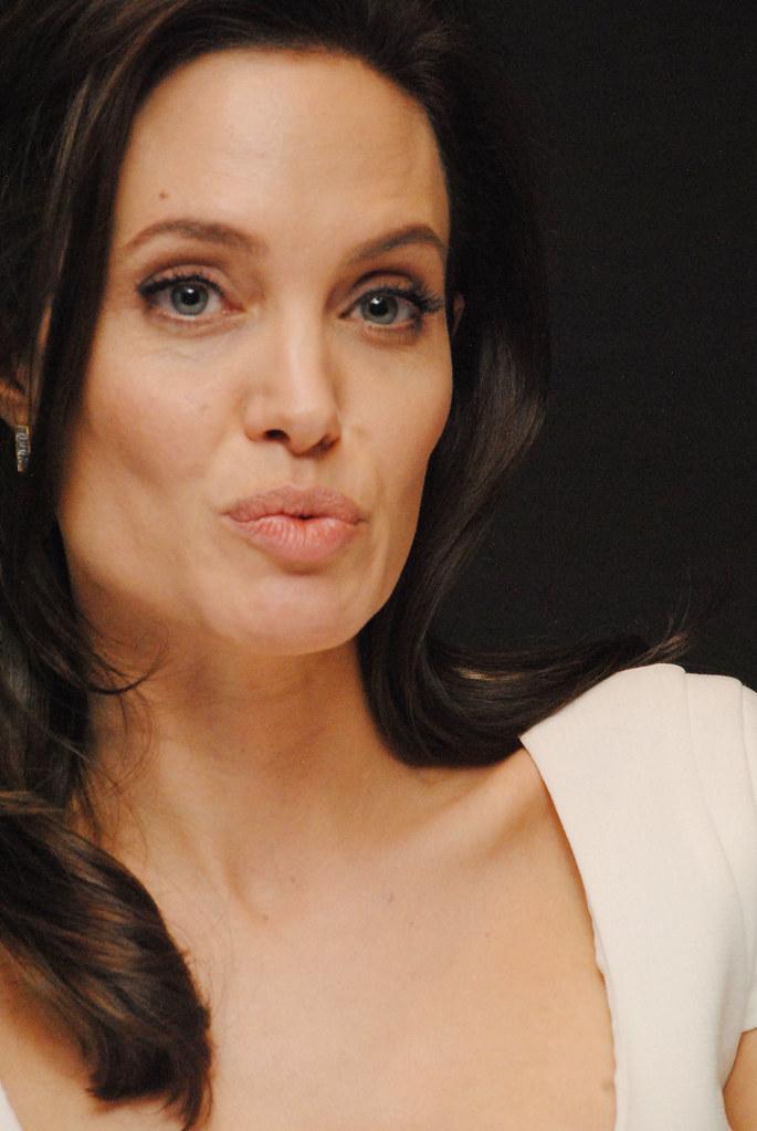 Анджелина Джоли — Пресс-конференция «Несломленный» 2014 – 88