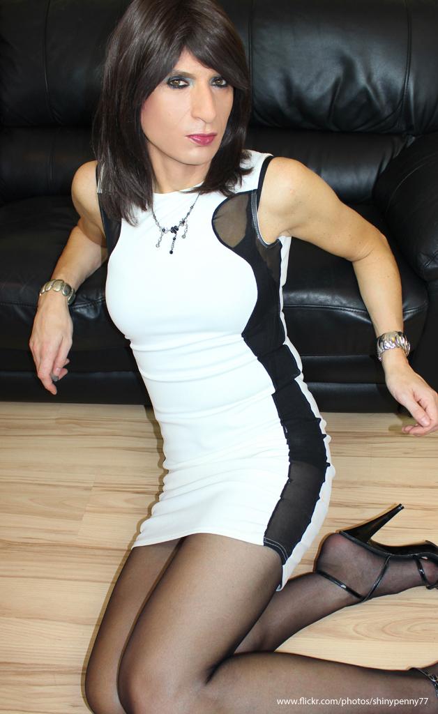 Short skirt transvestite