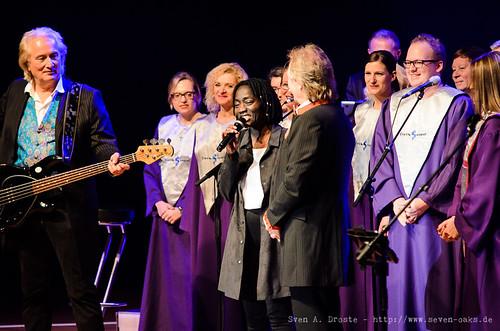 Hannes Schöner, Auma Obama, Henning Krautmacher & Livingospel Choir / Höhner (SAD_20151209_NKN0236)