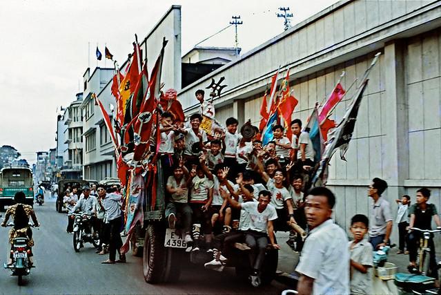 Saigon Celebration 1970 - Đường Hai Bà Trưng - by Alan Romanczuk