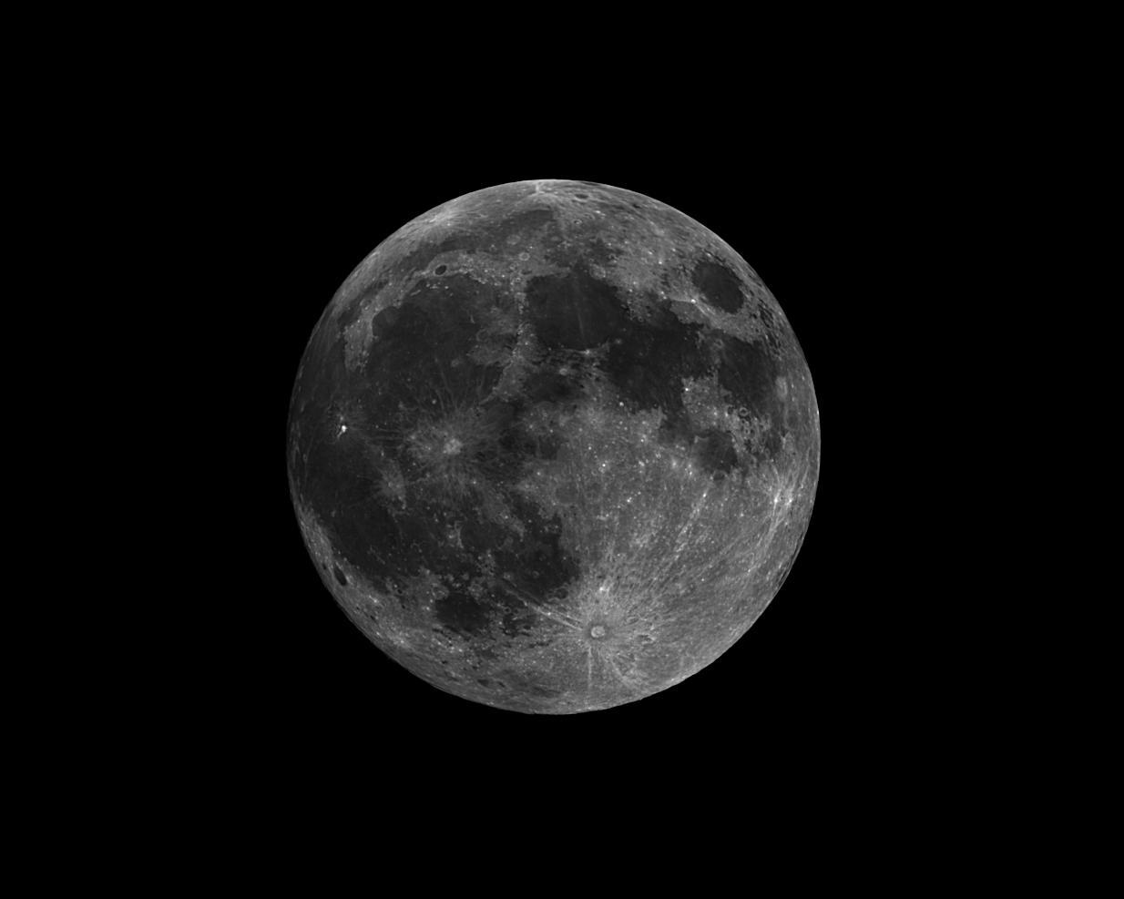 luna 27 9 2015  20.15 TU  esperando eclipse .....