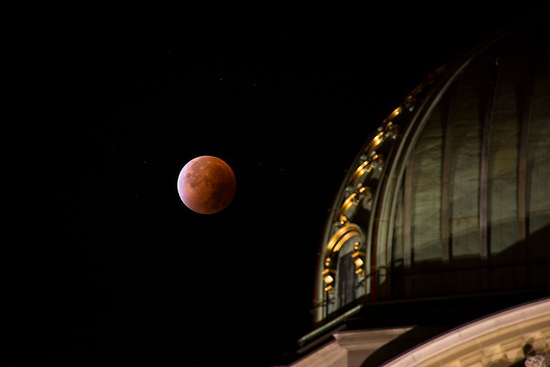 Bundeshaus and the blood moon - Bern