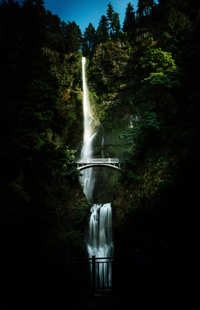 Melody Mak - Multnomah Falls-1623-2
