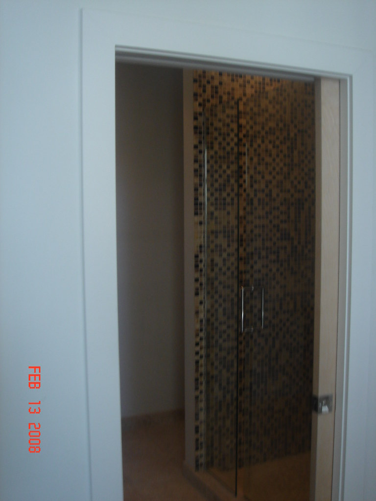 Frameless Shower Doors & Custom Cut Glass: Chicago Area