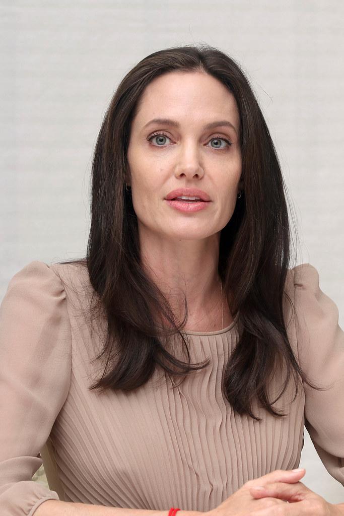 Анджелина Джоли — Пресс-конференция «Лазурный берег» 2015 – 54