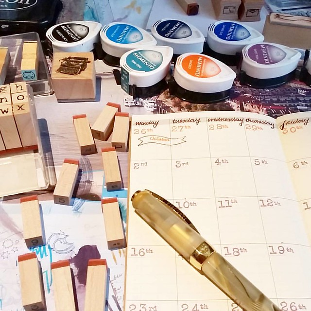 Giving this monthly open plannner a shot. #plannerlove #plannerlife #memento #rubberstamps #travelersnotebook #midori #fountainpen #visconti #colorcoordination #365stamps #sakuralala