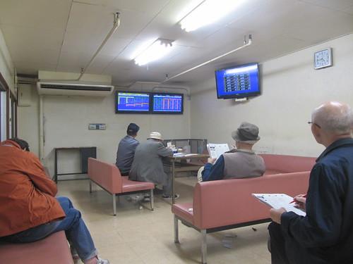 金沢競馬場1階の休憩室