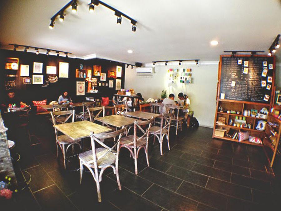Jangan Lupa Untuk Mampir Ke Cottonwood Cafe Yang Ada Di Bagian Bawah Lobby Didekorasi Dengan Ornament Ala Vintage Dan Kayu Warna Warni