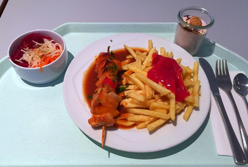 Turkey shashlik with BBQ Sauce & french fries / Schaschlikspieß von der Pute mit BBQ-Sauce & Pommes Frites
