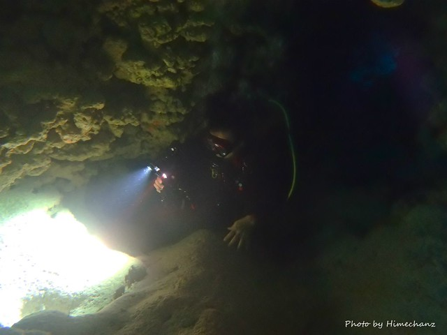 真っ暗な洞窟探検♪