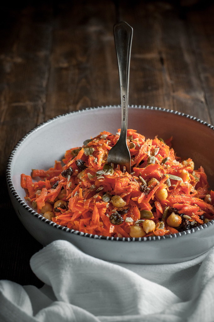 Halloween carrot salad with chickpeas and pumpkin seeds (vegan)