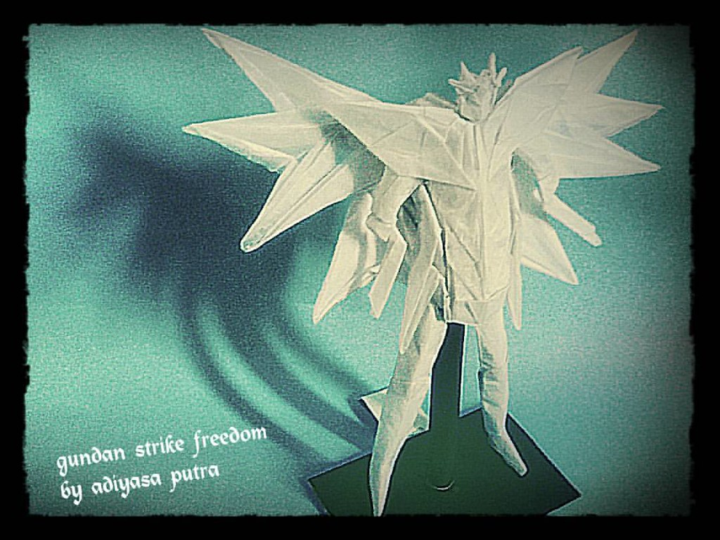 New Origami Gundam Strike Freedom Masih Harus Di Re Fold Lagi Karena Bagian Depan