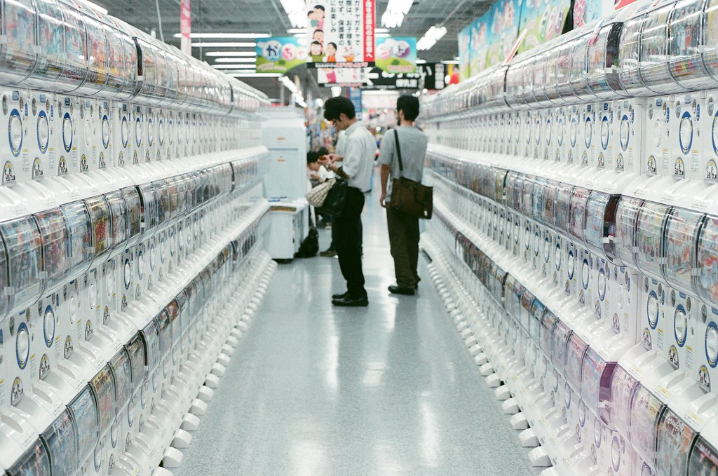 Yodobashi 京都 Kyoto 2015/09/25 逛 Yodobashi 有個好處就是他有一整區的扭蛋!  Nikon FM2 Nikon AI Nikkor 50mm f/1.4S AGFA VISTAPlus ISO400 0952-0020 Photo by Toomore