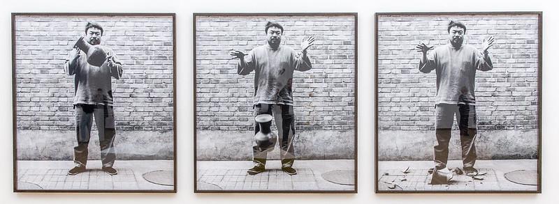 Ai Wei Wei Drops a Han Dynasty Urn I56A6103