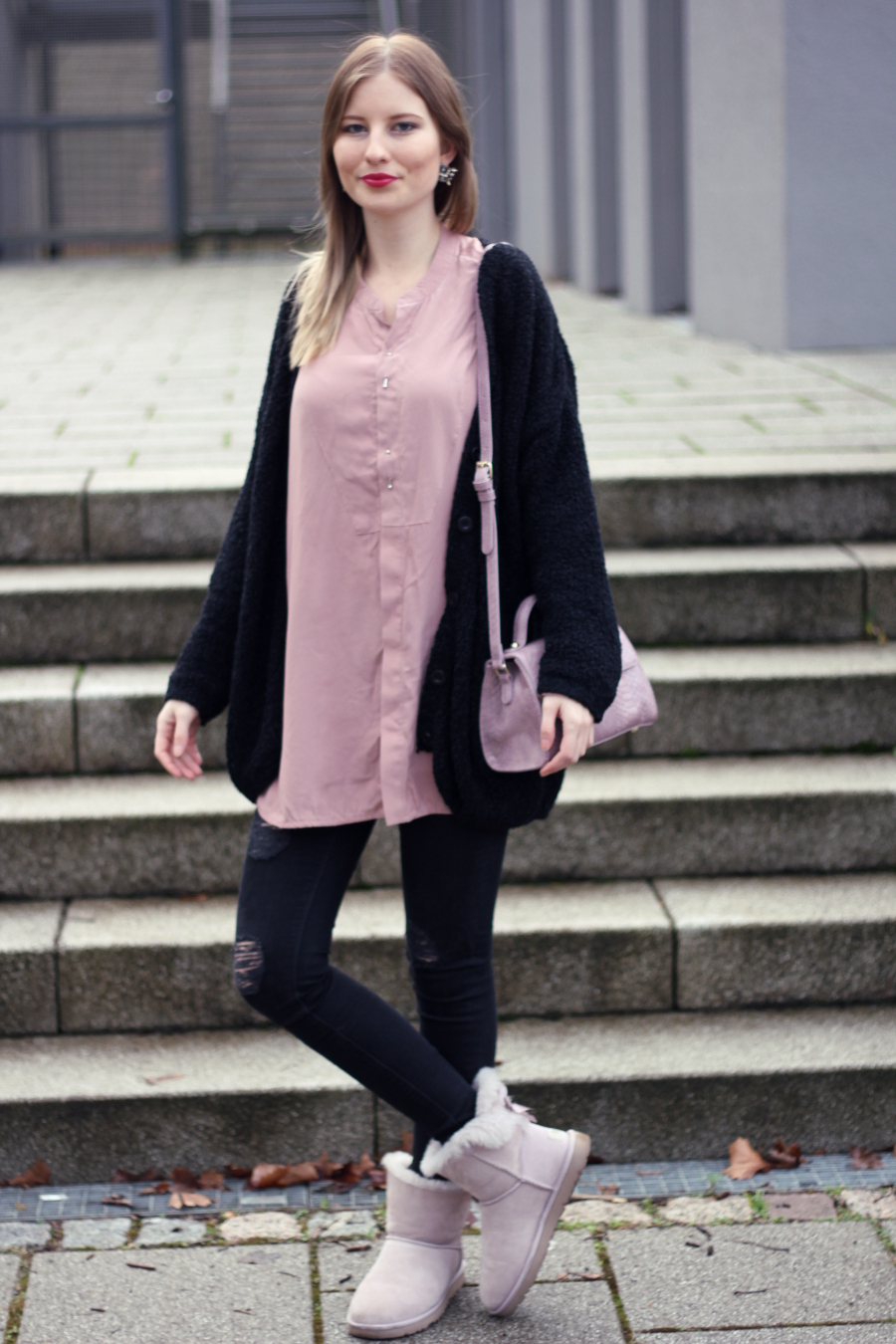 outfit christmas cosy pink black asos bag zara jeans ugg boots mini bow rosa
