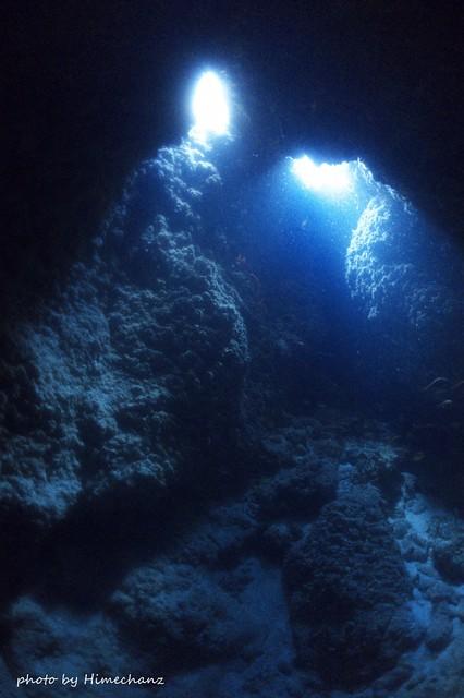 浅場の洞窟は光を楽しみます♪