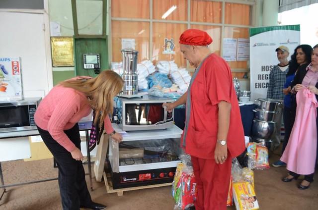 15-09-15-entrega-de-donaciones-al-hospital
