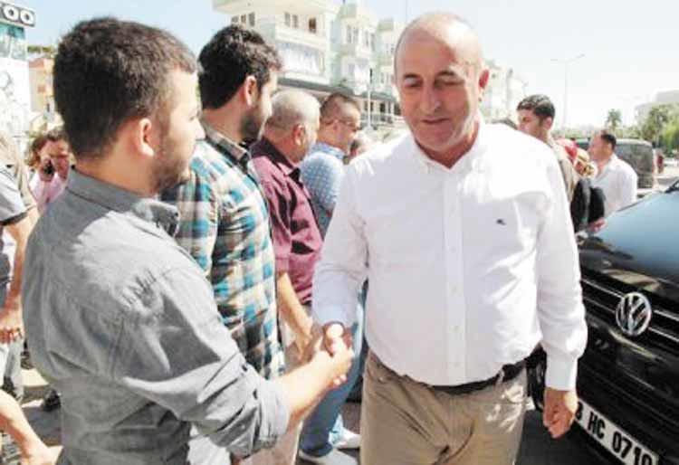 Mevlüt-Çavuşoğlu-Alanya'da-partililer-tarafından-karşılandı