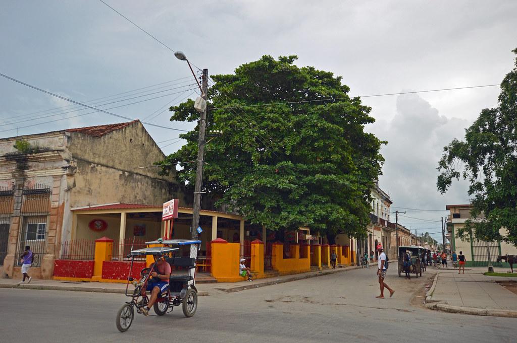 Calle 8 Aranguren and Parque Colon