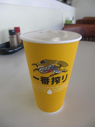 金沢競馬場の不二家大食堂のビール