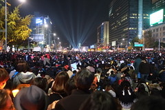"Seoul Korea Kwanghwamun candle rally calling for President Park to resign - ""Crowd Source"""