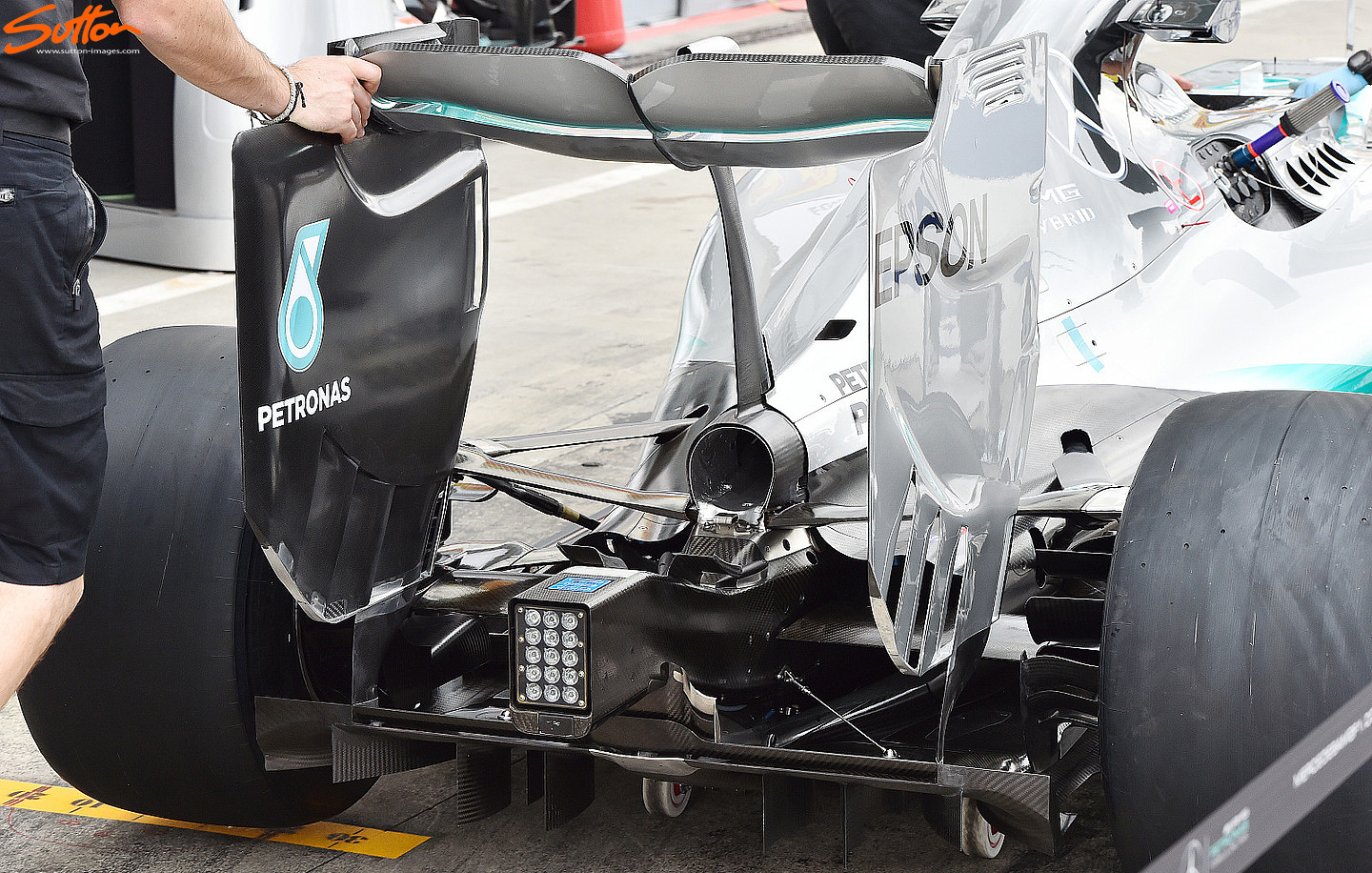 w06-exhaust