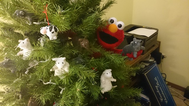 Elmo wants to decorate, too!