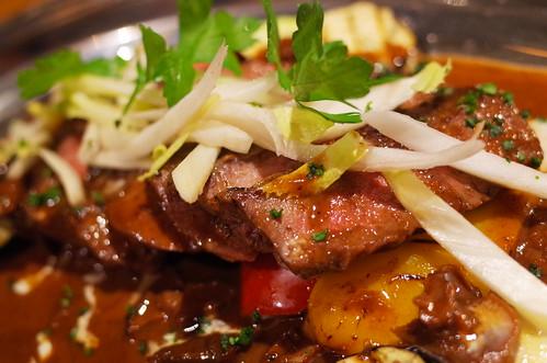 シャロレー牛のグリル 赤ワインとポルチーニ茸のソース