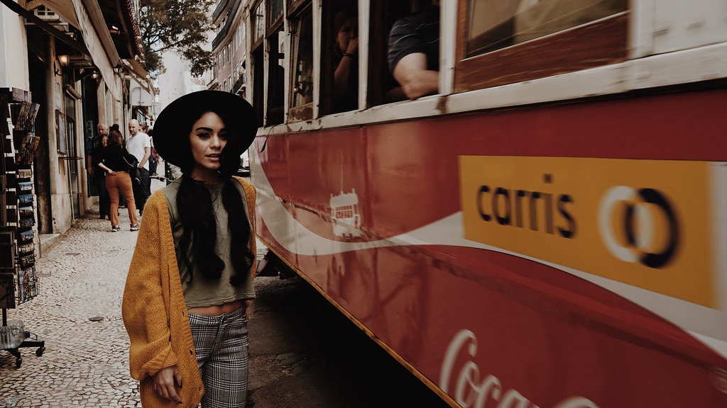 Ванесса Хадженс — Фотосессия для «Find Your California» 2015 – 127