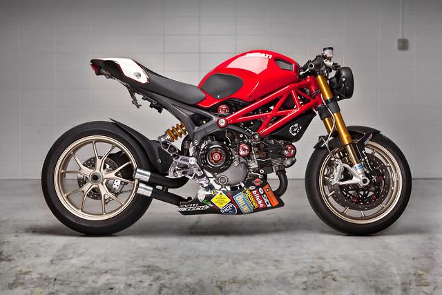 Нейкед Ducati Monster