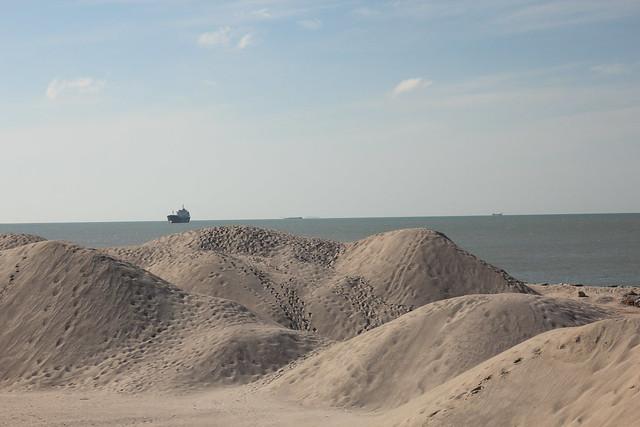 bukit-bukit pasir buatan