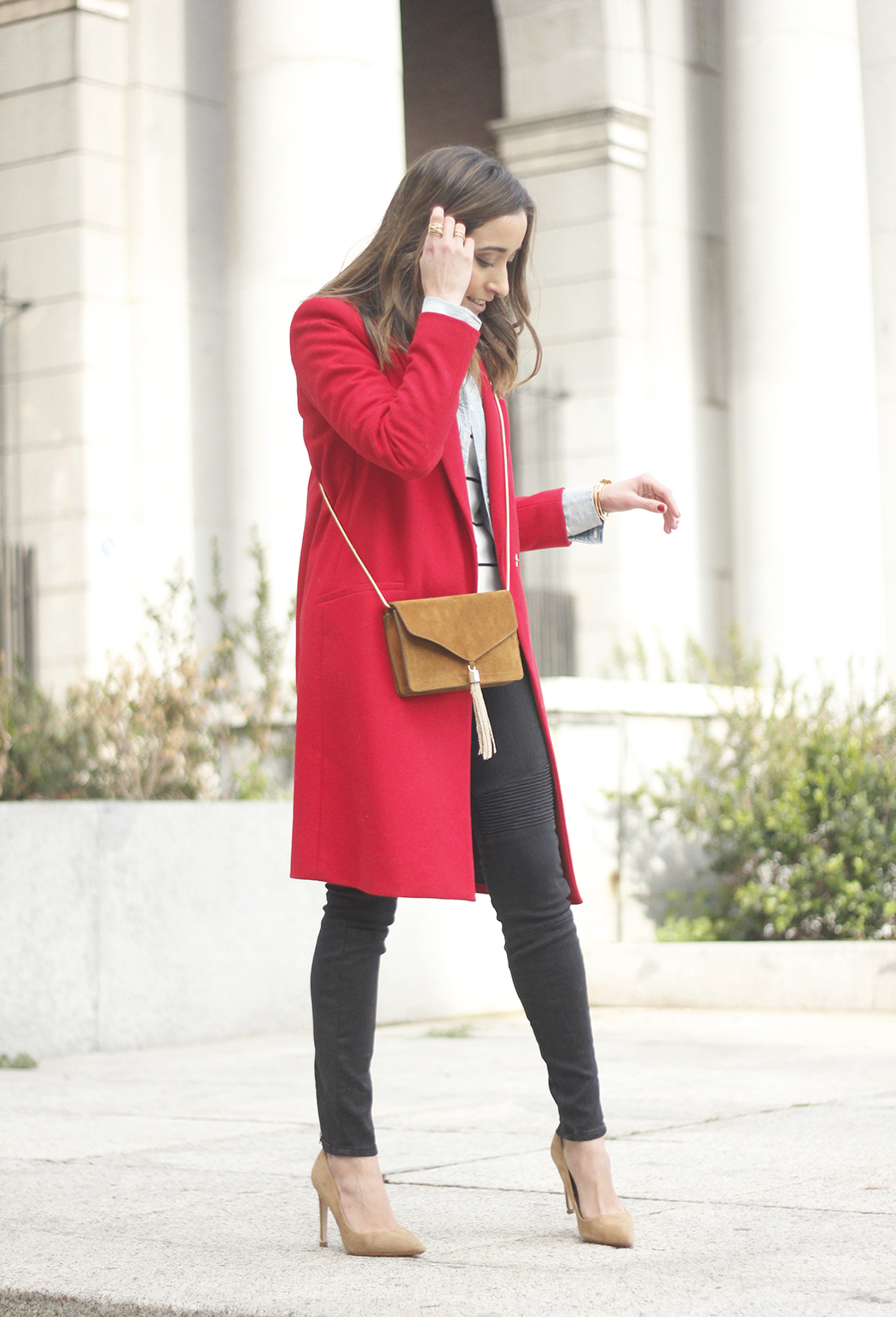 Red Coat Stripped sweater denim shirt nude heels outfit style uterqüe bag02