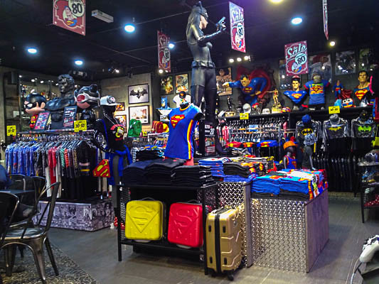 DC Comics Super Heroes Store - Batman - Superman