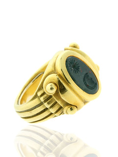 kieselstein-cord-bloodstone-intaglio-ring-18k-yellow-gold1-600x800
