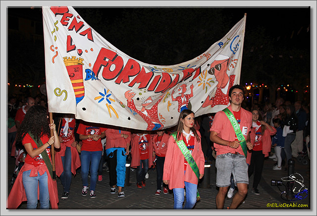 Minuto de silencio en memoria de Pedro Villar y desfile de peñas (8)