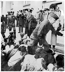 Women protest Pentagon war machine: 1980