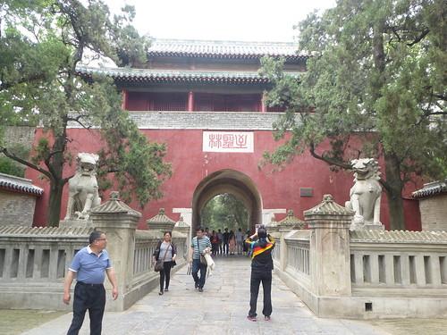 CH-Qufu-Confucius-Cimetière-Entrée (4)