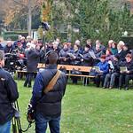 Es singt der Chor der Banater Schwaben Karlsruhe, die Veranstaltung wird von einem Kamerateam des SWR aufgezeichnet.