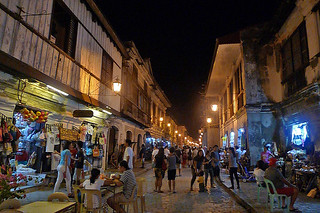 Vigan - Calle Crisologo crowd at night