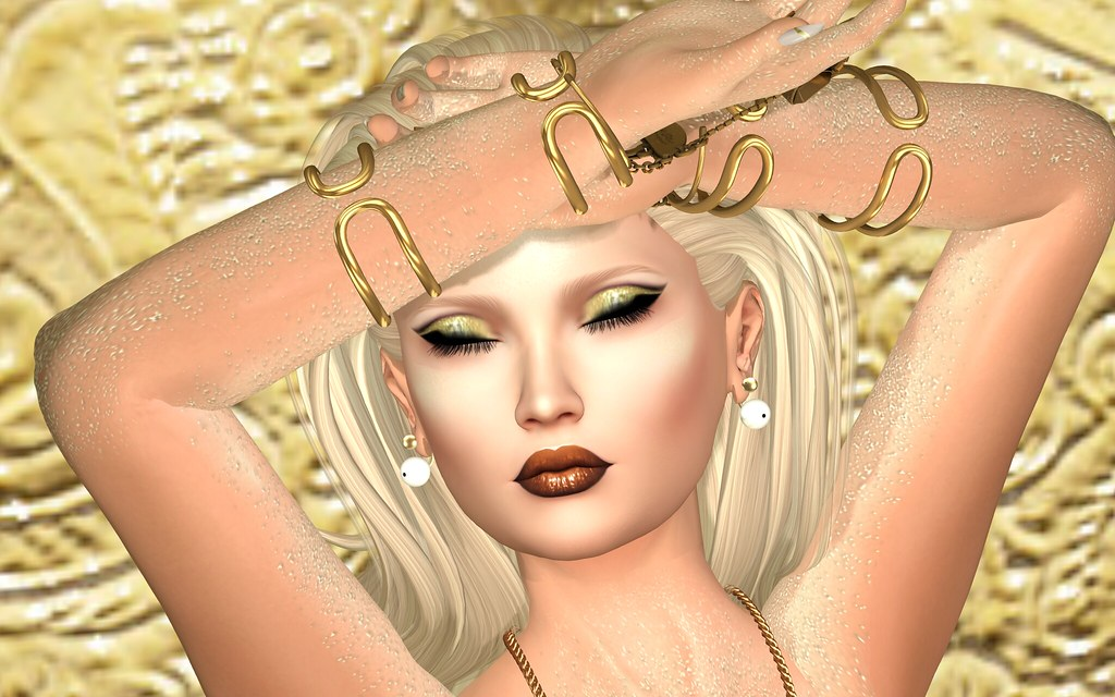Golden Goddess (Close-up)