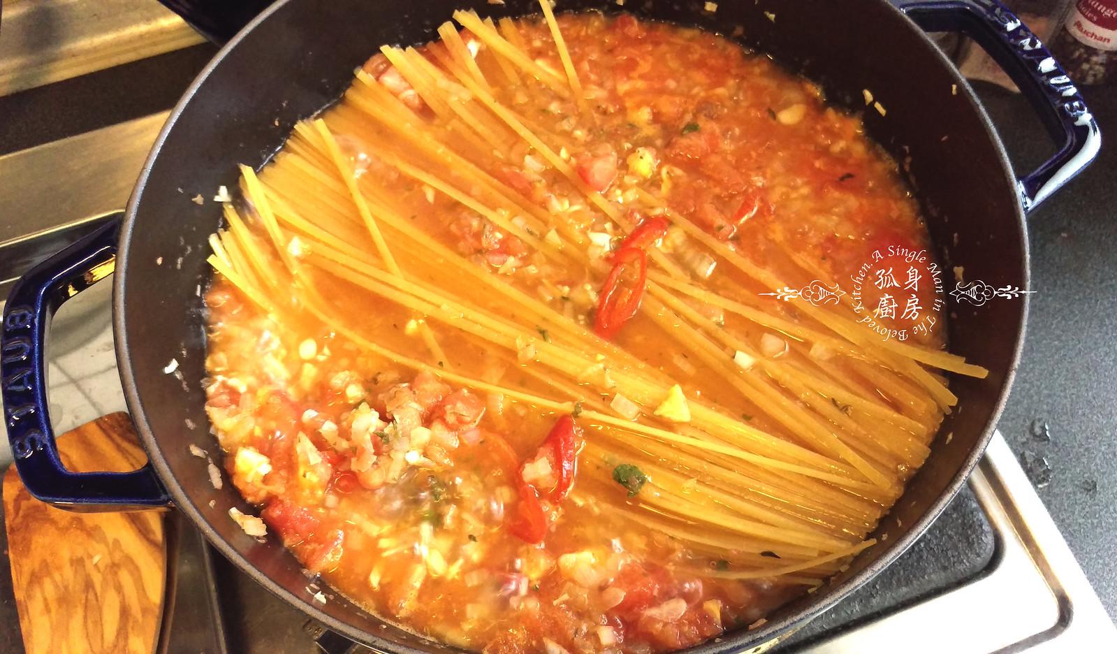 孤身廚房-一鍋到底!香辣蕃茄蘆筍菠菜細扁麵16