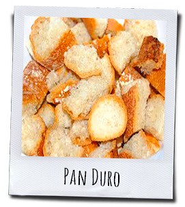 Oud stokbrood tover je samen met suiker en eieren om tot een bekend nagerecht uit Murcia